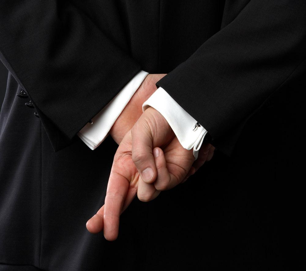 Как по положению рук узнать, когда человек врет